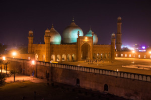 Practical Pakistan travel guide - Badshahi mosque in Lahore - Lost With Purpose