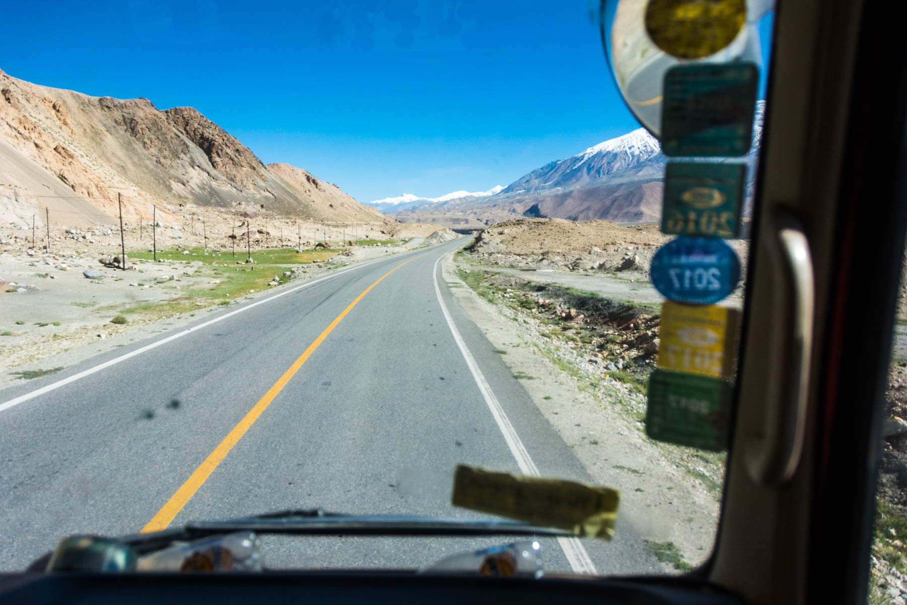 Hitching a ride with a trucker from Karakul Lake to Tashkurgan, China - Lost With Purpose
