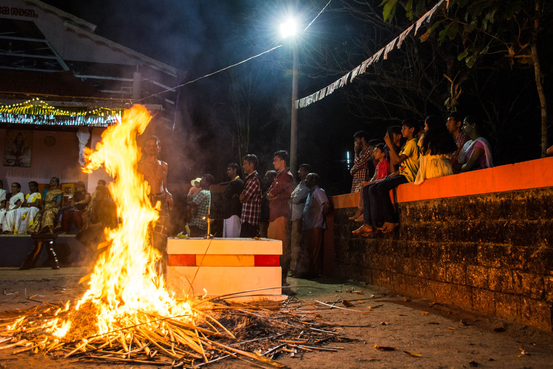 A crowd waiting to see Theyyam in Kerala - Lost With Purpose