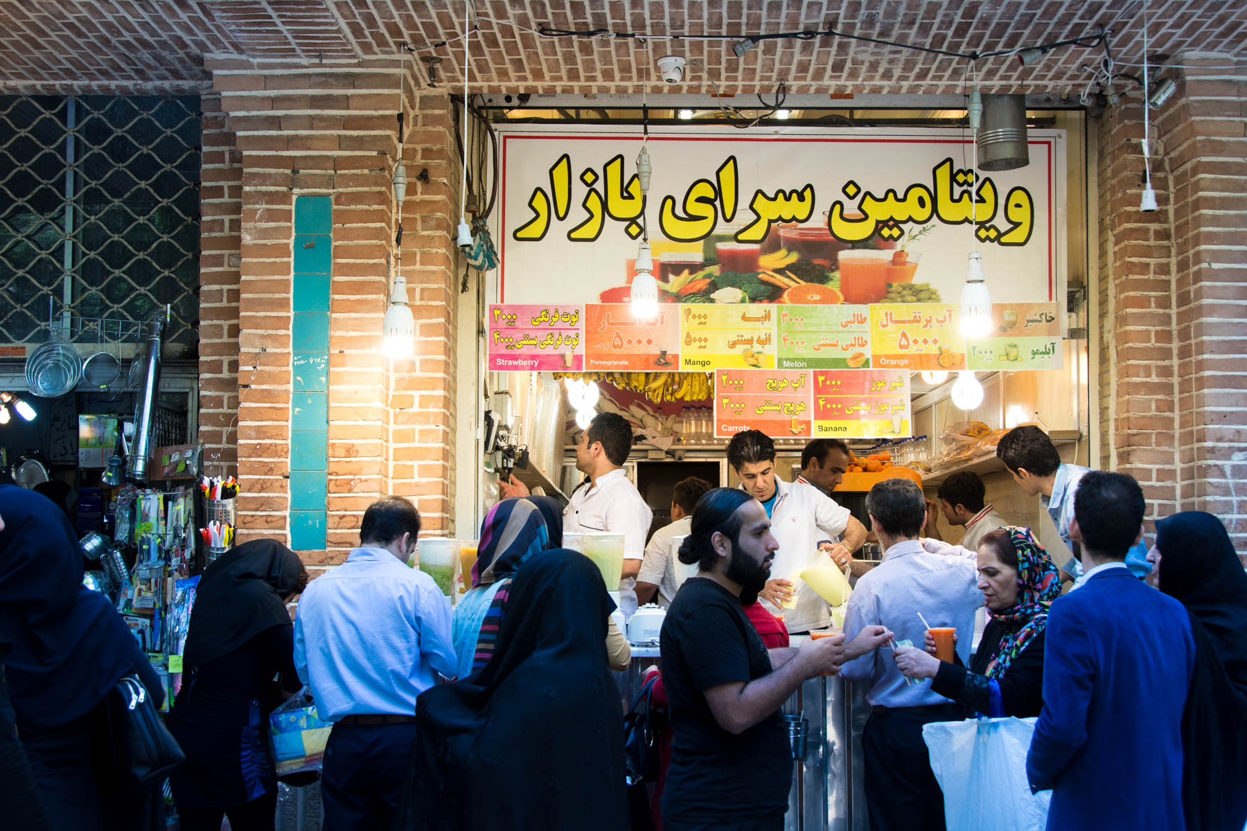 Two week Iran travel itinerary - Fruit juice stall in Tehran, Iran - Lost With Purpose