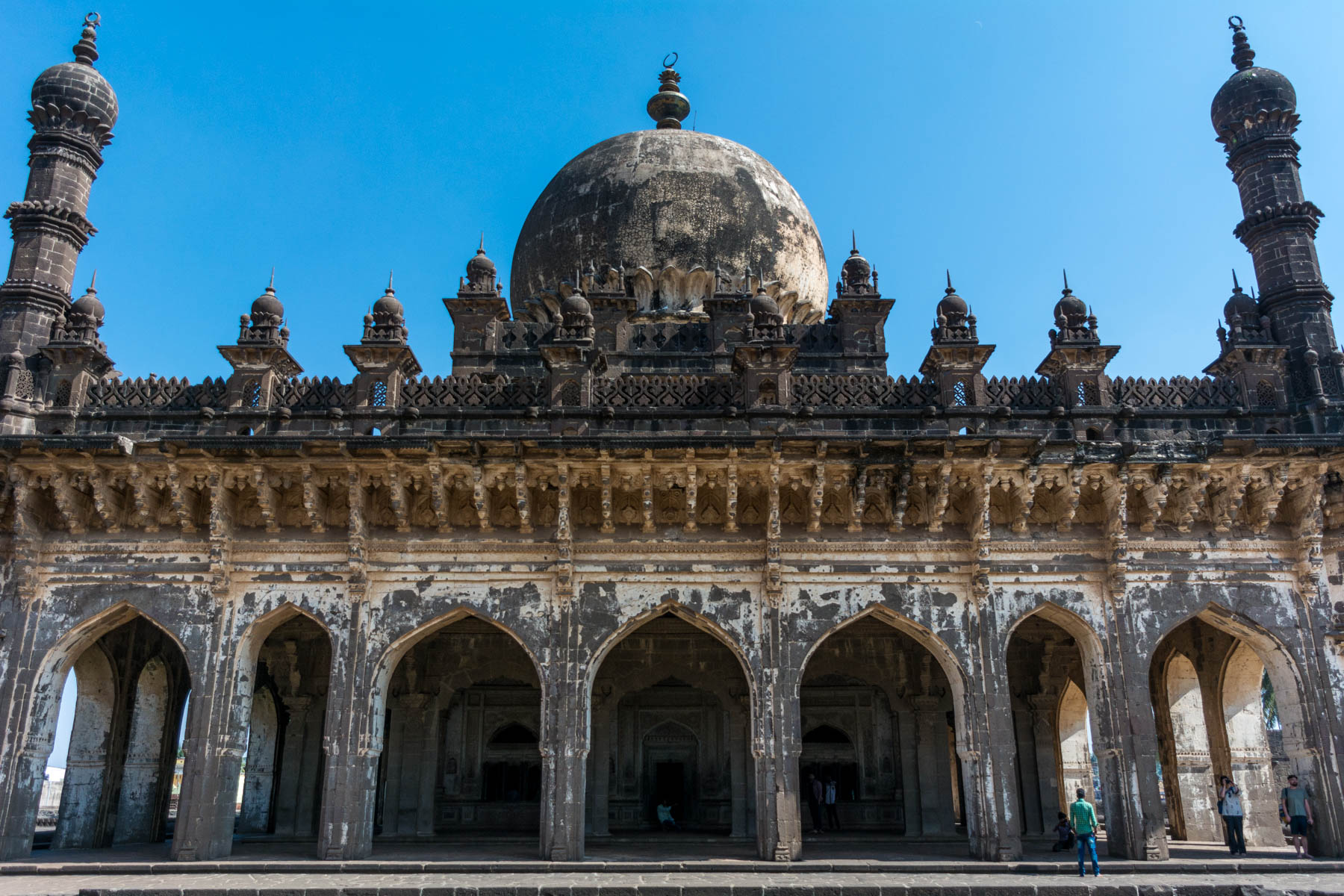 Off the beaten track places to visit in Karnataka, India - A tomb at Ibrahim Rauza in Bijapur, India - Lost With Purpose