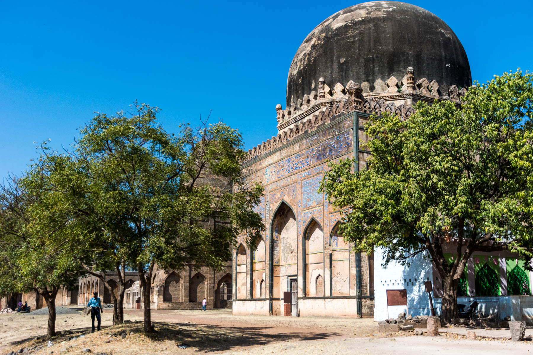 How much it costs to go backpacking in South India - Bahamani tombs near Bidar, Karnataka, India - Lost With Purpose