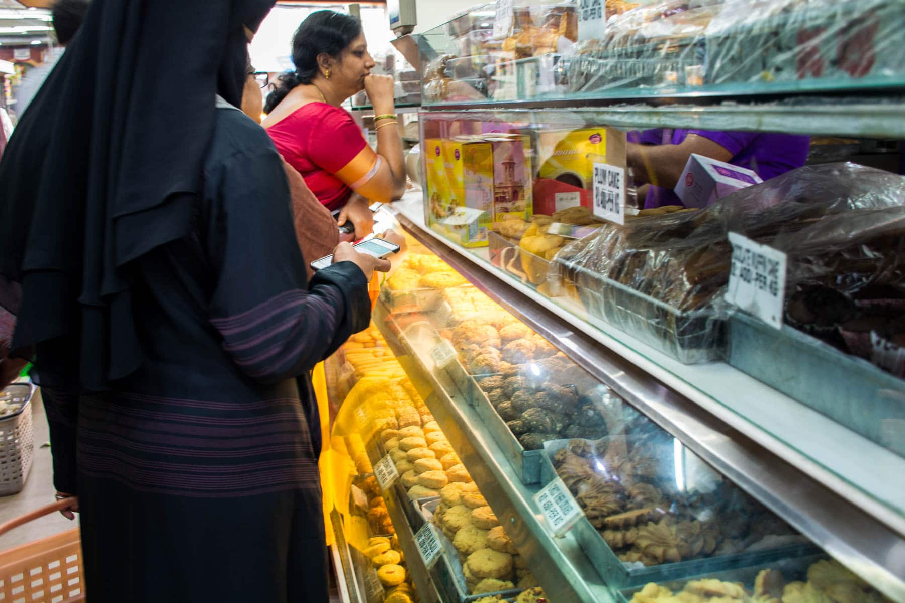 Where and what to eat in Hyderabad's Old City, India - Karachi bakery biscuits - Lost With Purpose
