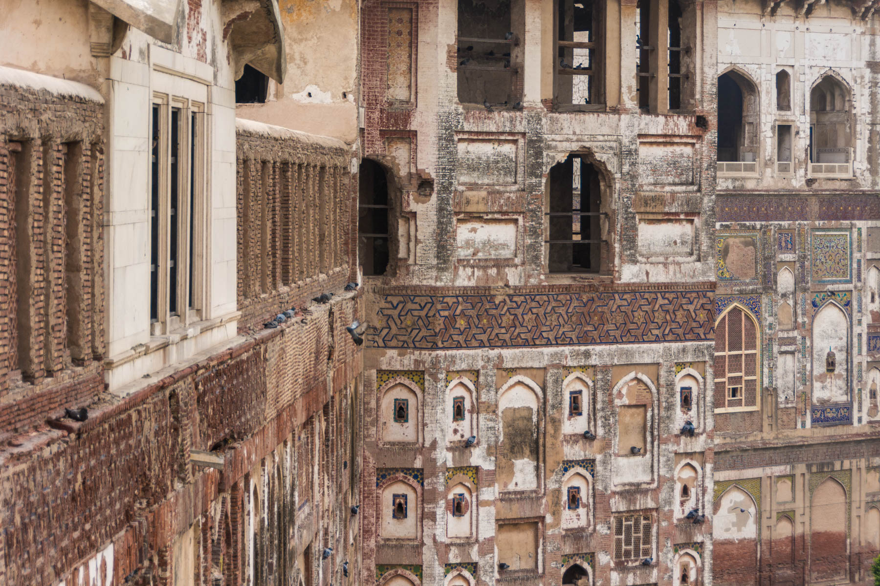 Why dual pricing is unfair - Lahore Fort in Pakistan, another offender - Lost With Purpose