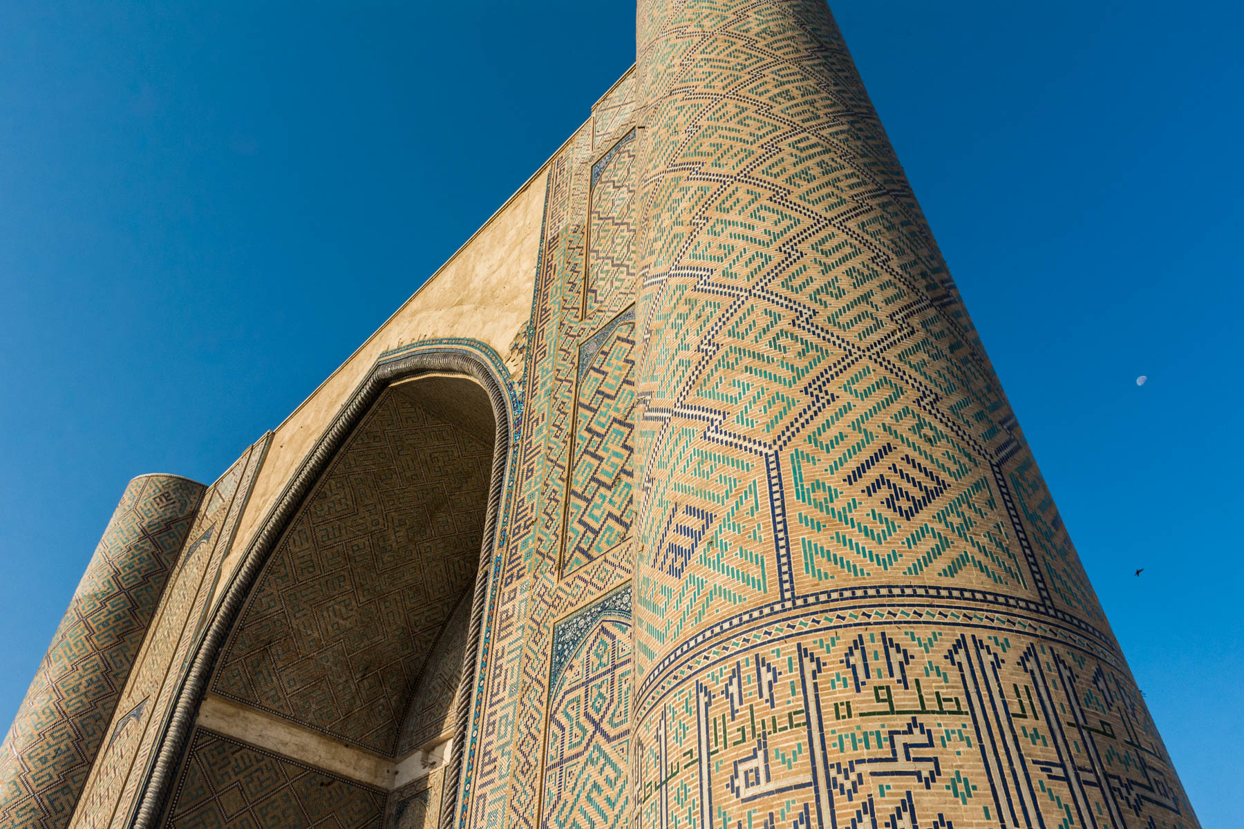 Two week Uzbekistan travel itinerary - The towering Bibi Khanym mosque in Samarkand, Uzbekistan - Lost With Purpose