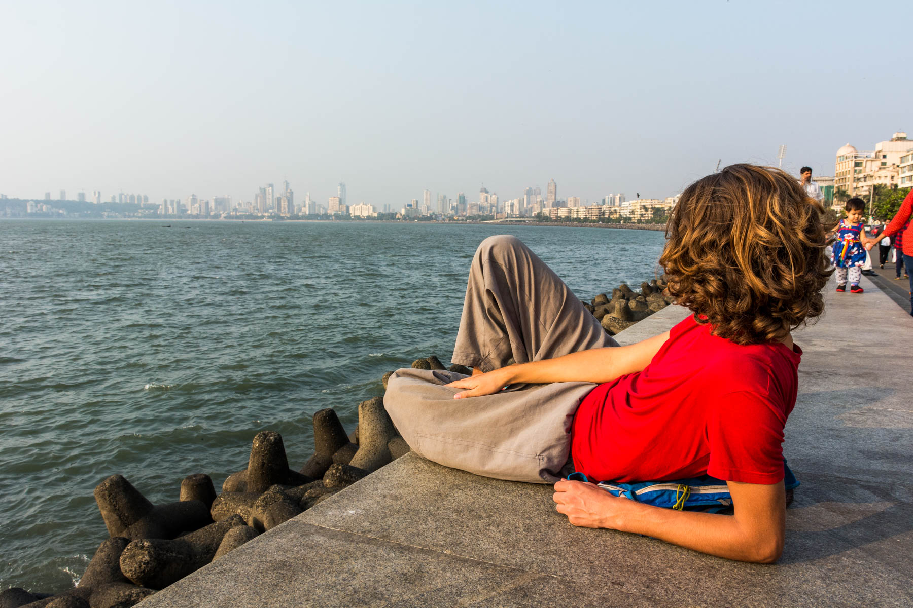 How much it costs to travel in South India - Chilling in Marina Bay, Mumbai, Maharashtra, India - Lost With Purpose