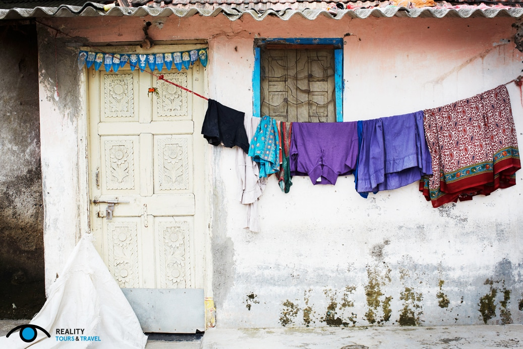Is it weird to go on a slum tour in Mumbai, India? - Dharavi clothes - Photo by Reality Tours & Travels