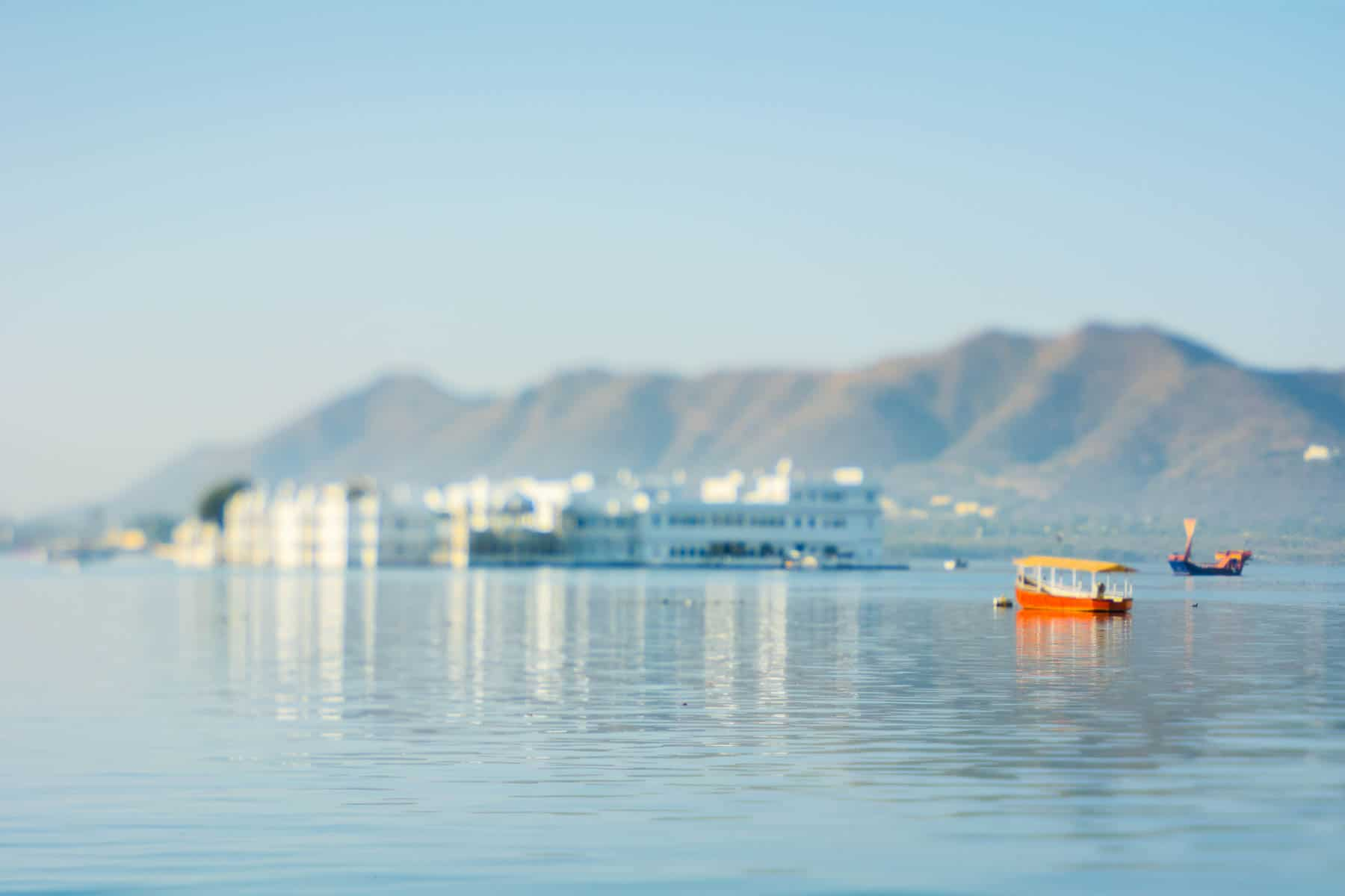 Lensbaby Edge 50 Optic review - Unfocused shot of a boat on a lake in Udaipur, India with the Lensbaby Edge 50 Optic - Lost With Purpose
