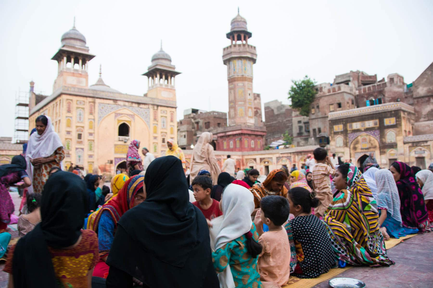 Travel in Pakistan during Ramadan - Women having iftar in Wazir Khan mosque in Lahore, Pakistan - Lost With Purpose
