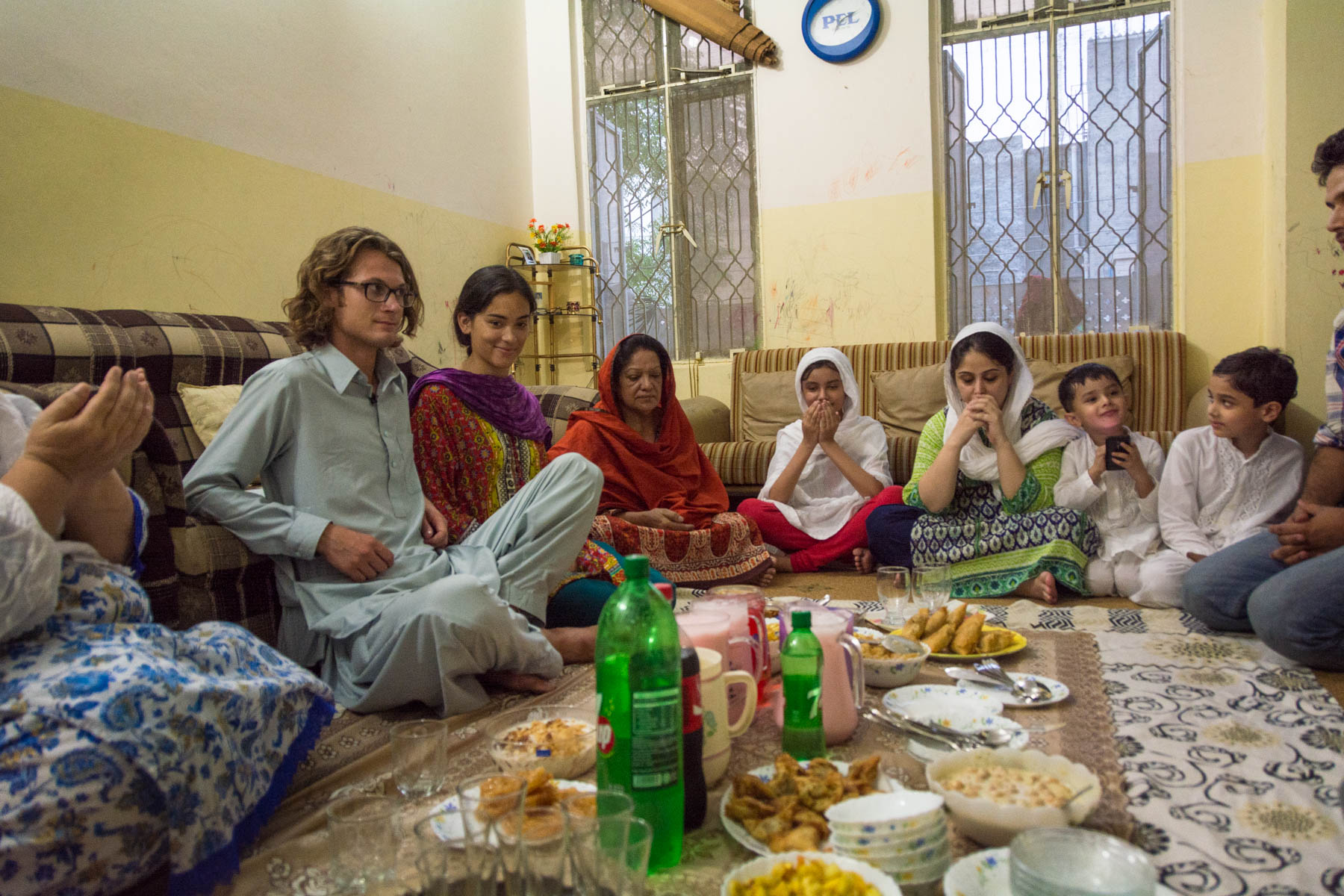 Travel in Pakistan during Ramadan - Having iftar with a family in Lahore - Lost With Purpose