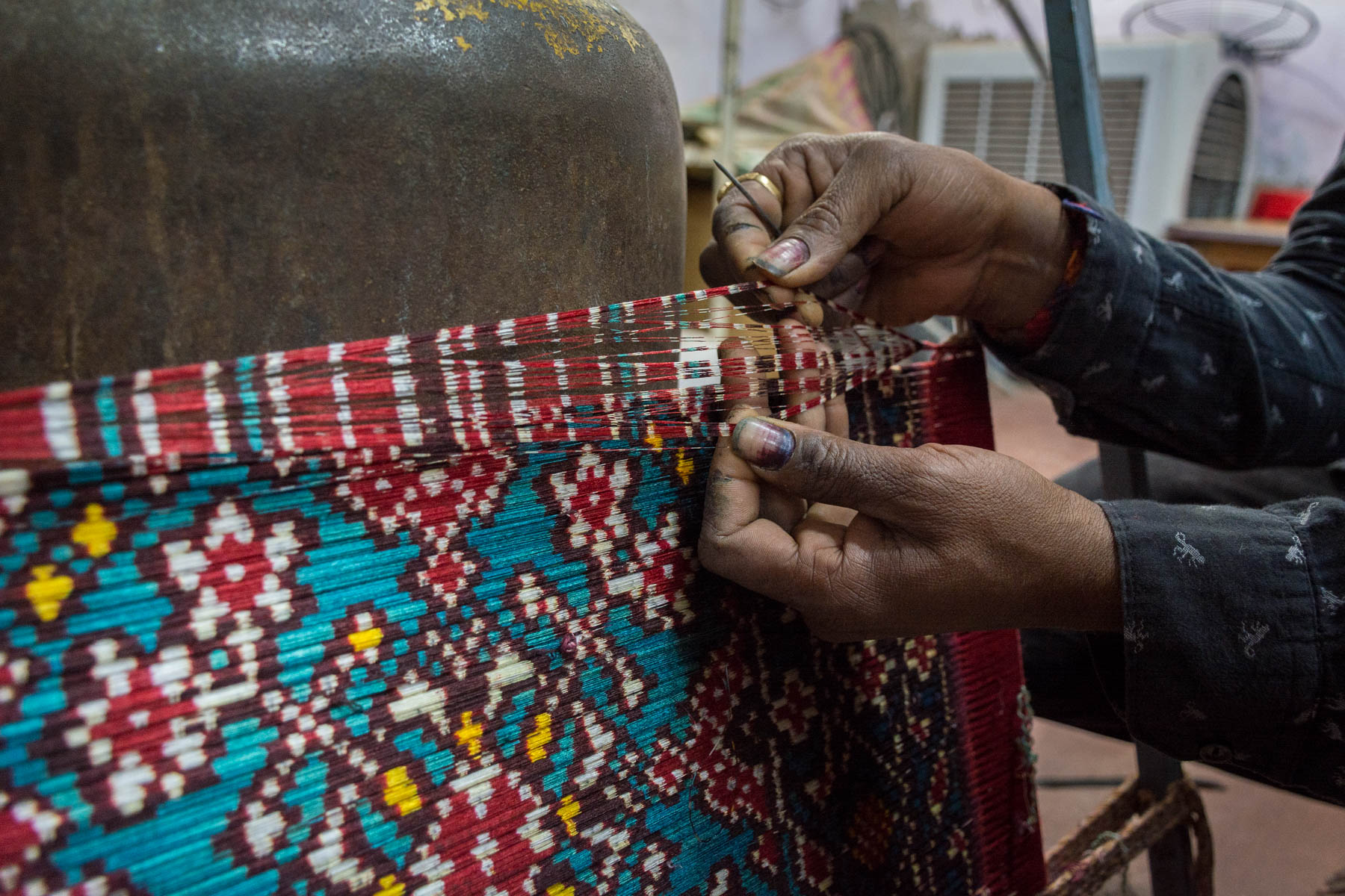 A history of Patola in Patan, Gujarat, India - Dyed Patola threads - Lost With Purpose