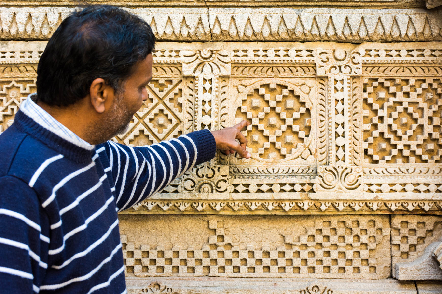 A history of Patan Patola in Gujarat, India - Mr. Soni shows us Patola plates in Rani Ki Vav step well - Lost With Purpose