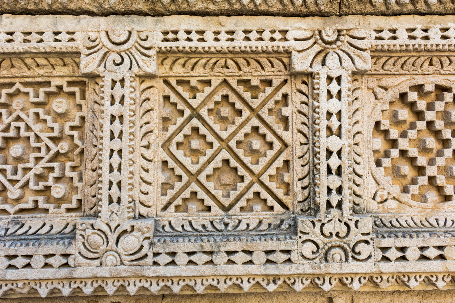 A history of Patan Patola - An ancient plate with pattern in Rani Ki Vav stepwell - Lost With Purpose