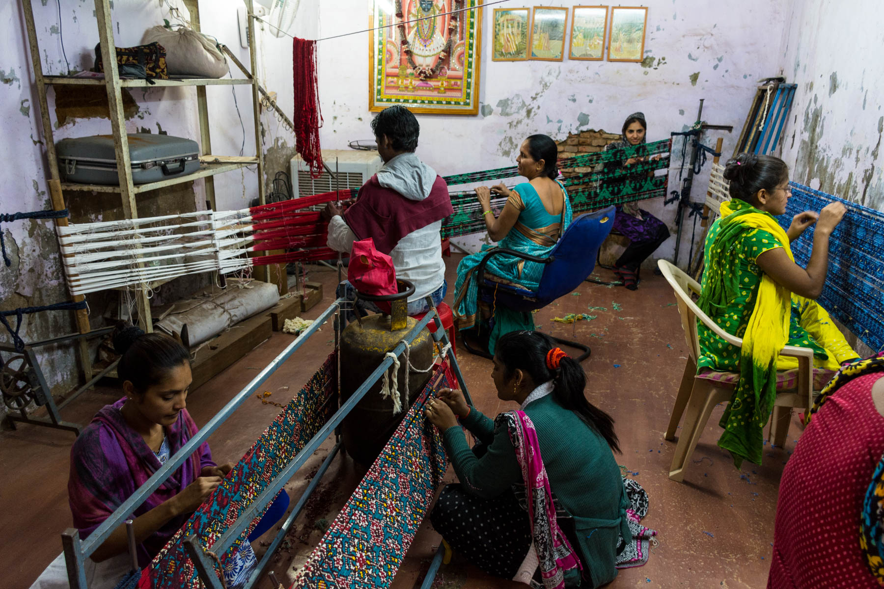 A history of Patan Patola - Patola artisans wrapping threads in Patan, Gujarat, India - Lost With Purpose