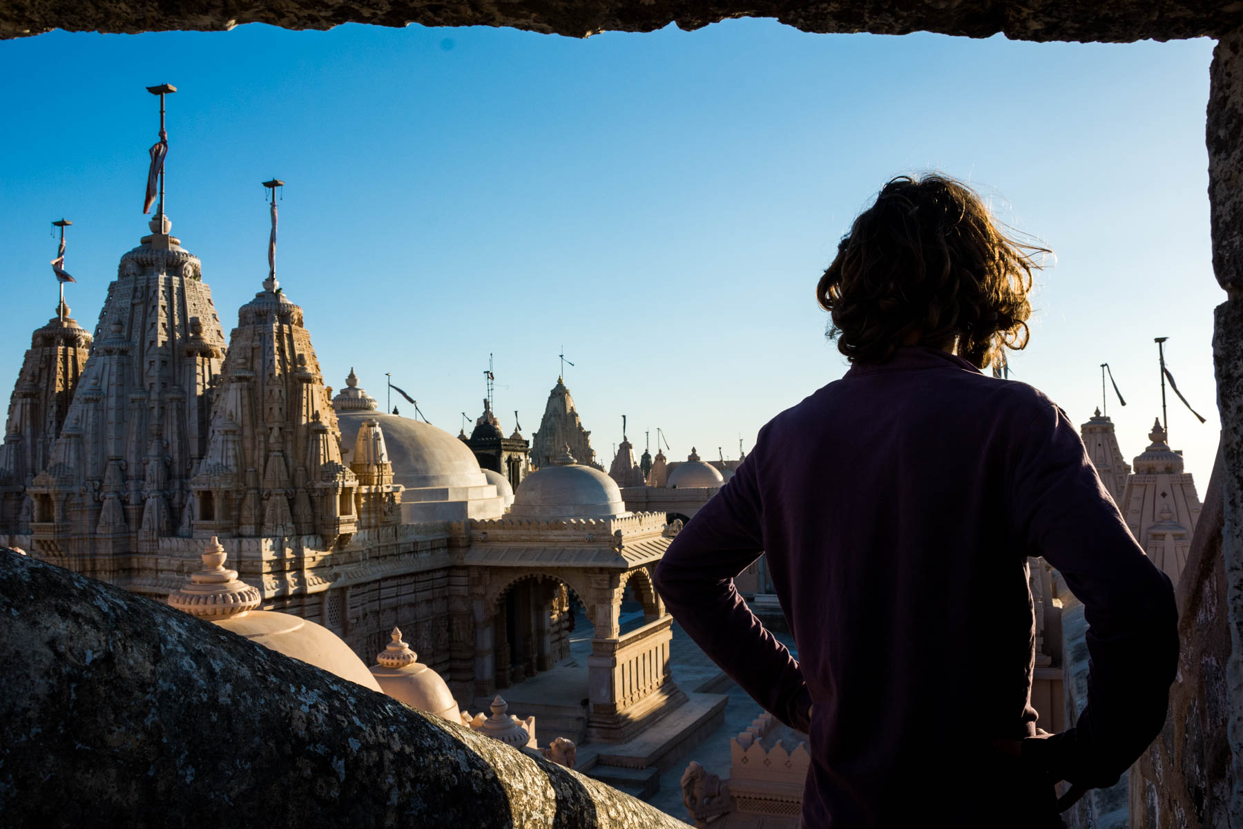 Jain pilgrimage in Palitana, India - Sebastiaan looking out over the temples of Palitana - Lost With Purpose