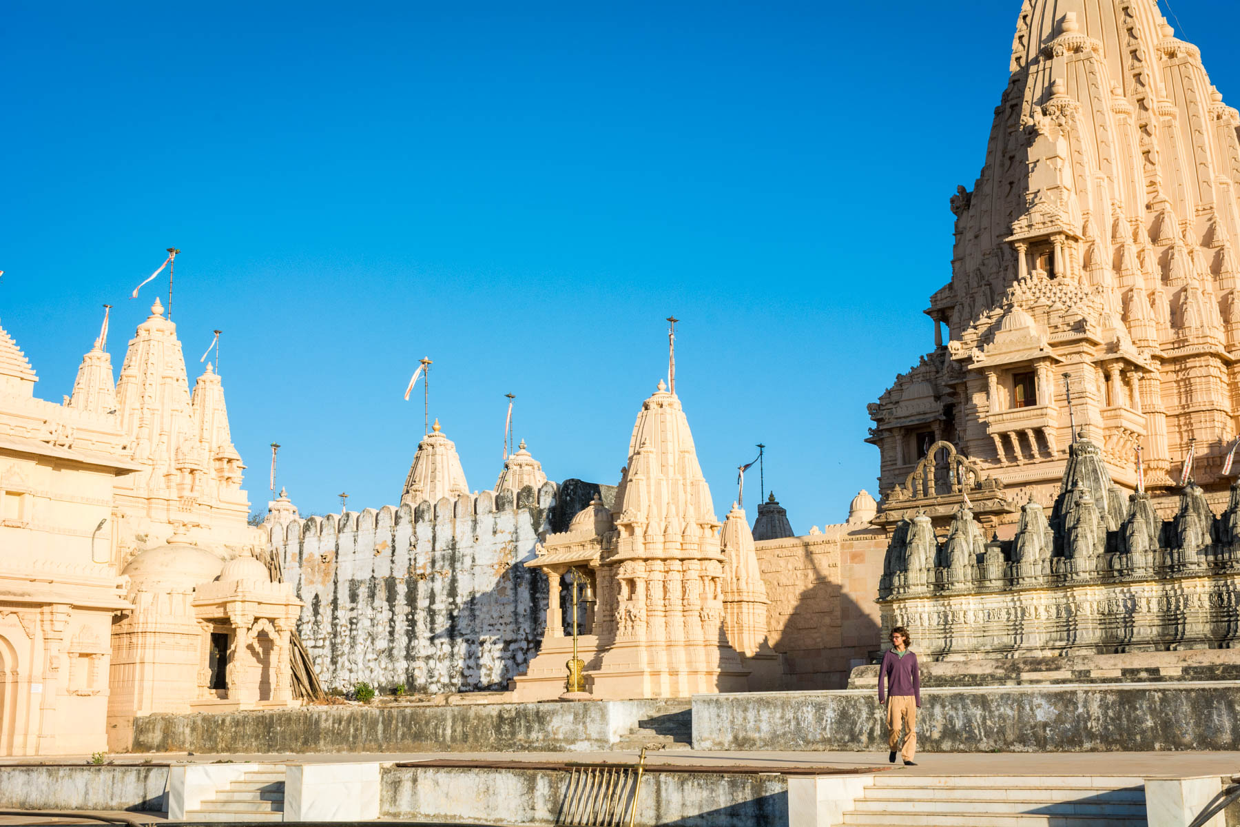 Jain pilgrimage in Palitana, India - Walking through the Palitana temples - Lost With Purpose