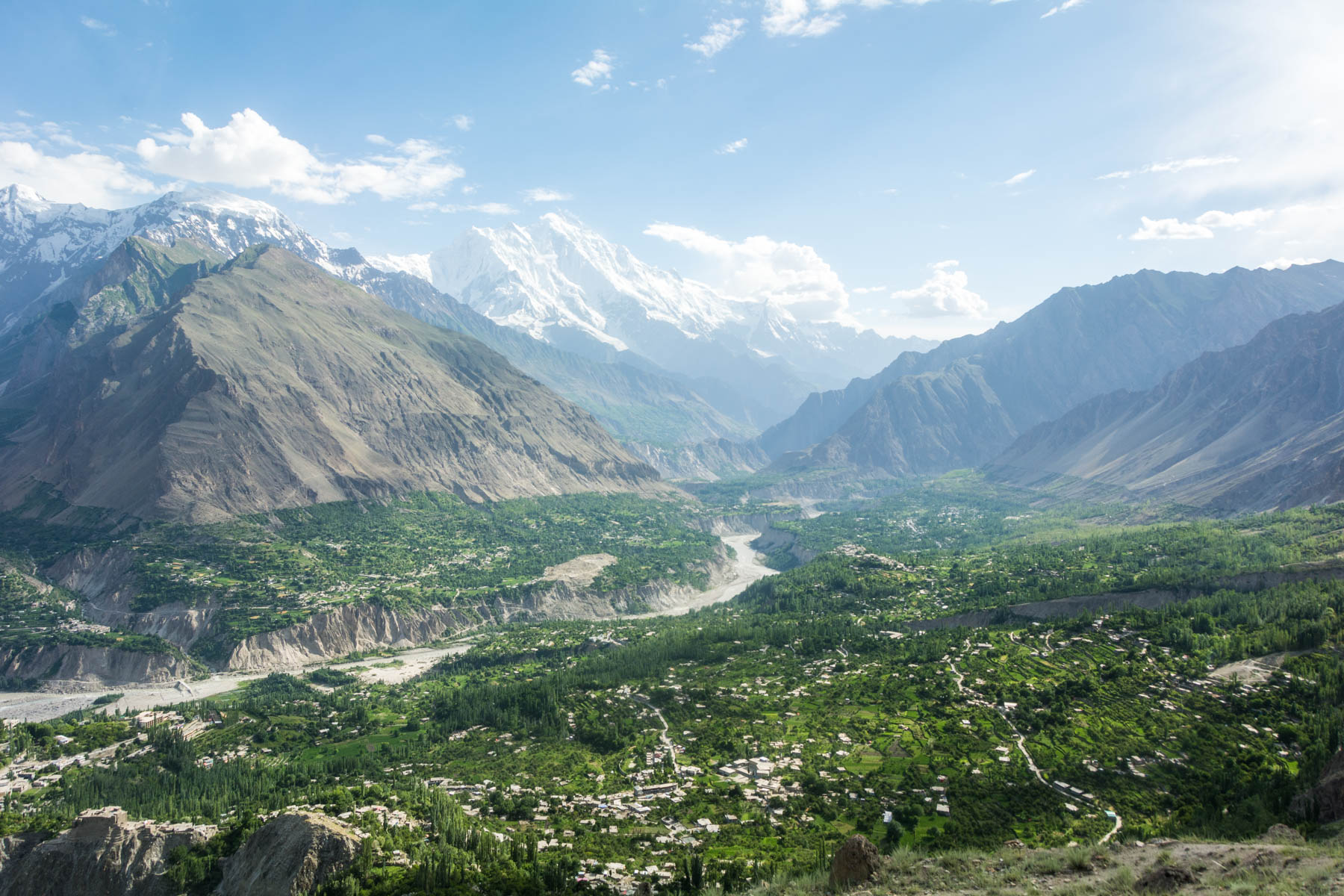 Travel in Pakistan during Ramadan - Empty mountains of Hunza Valley before Ramadan's end - Lost With Purpose