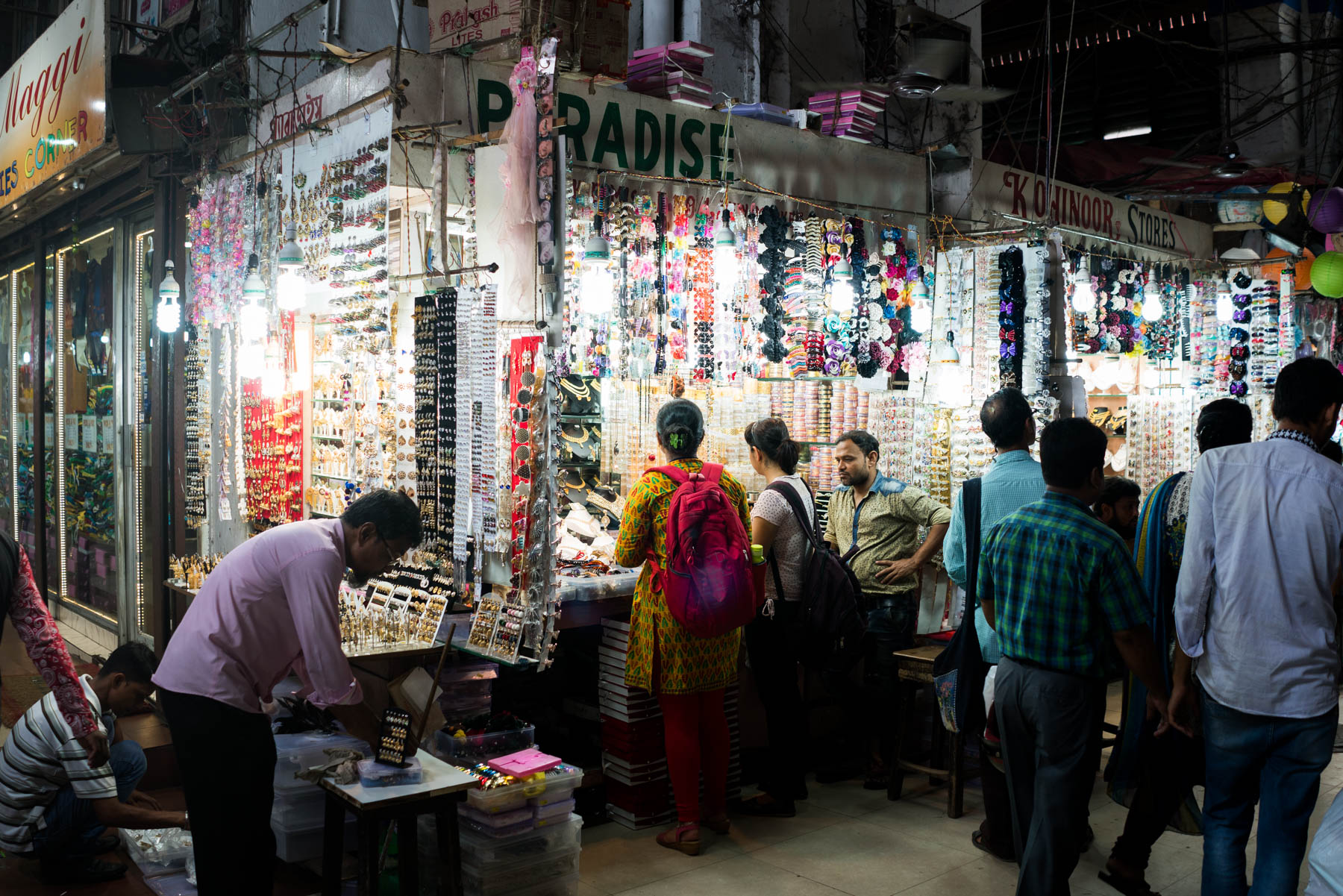 How to upgrade from a Nikon DSLR to a Sony a7RII, the best travel camera - Crisp detail in a shot of New Market bazaar in Kolkata, West Bengal, India - Lost With Purpose
