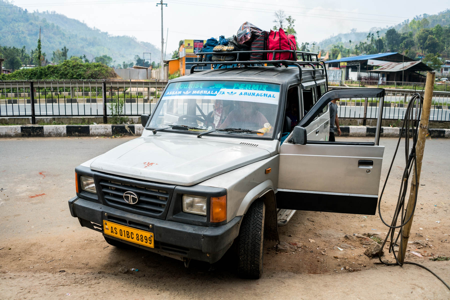 A shared Sumo at a snack stop on its way to Shillong
