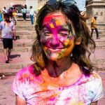 Celebrating Holi as a woman in Varanasi, India - Alex covered with colors - Lost With Purpose