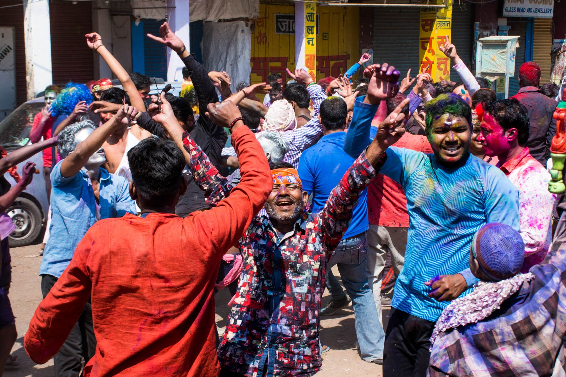 Celebrating Holi as a woman in Varanasi, India - A mob of dancing men - Lost With Purpose