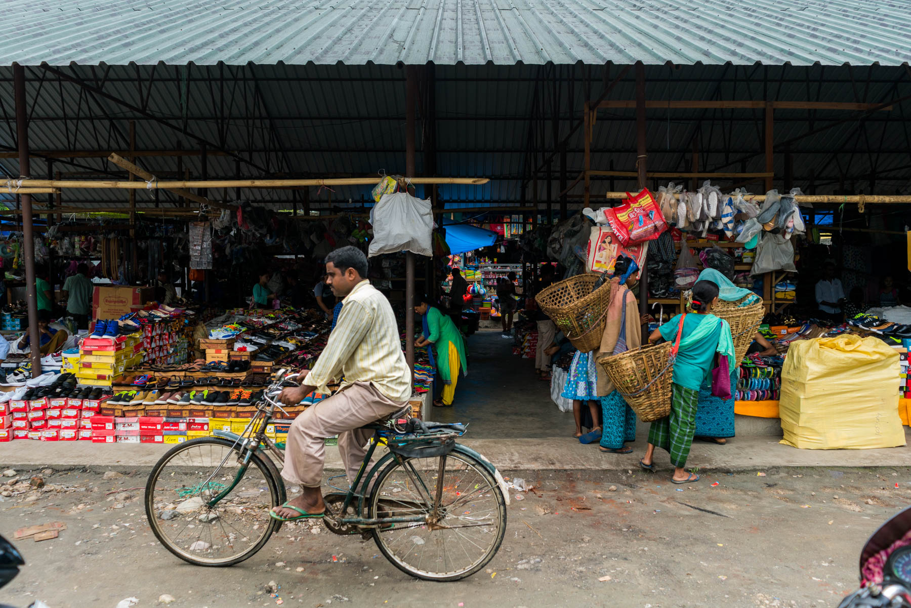 Backpacking in Arunachal Pradesh - Market in Pasighat - Lost With Purpose