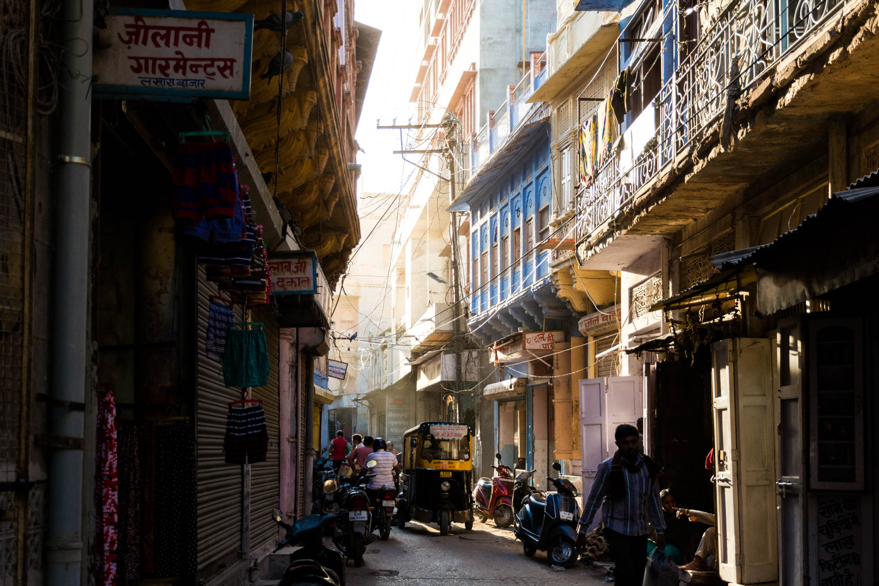 Golden hour in the alleys of Jodhpur