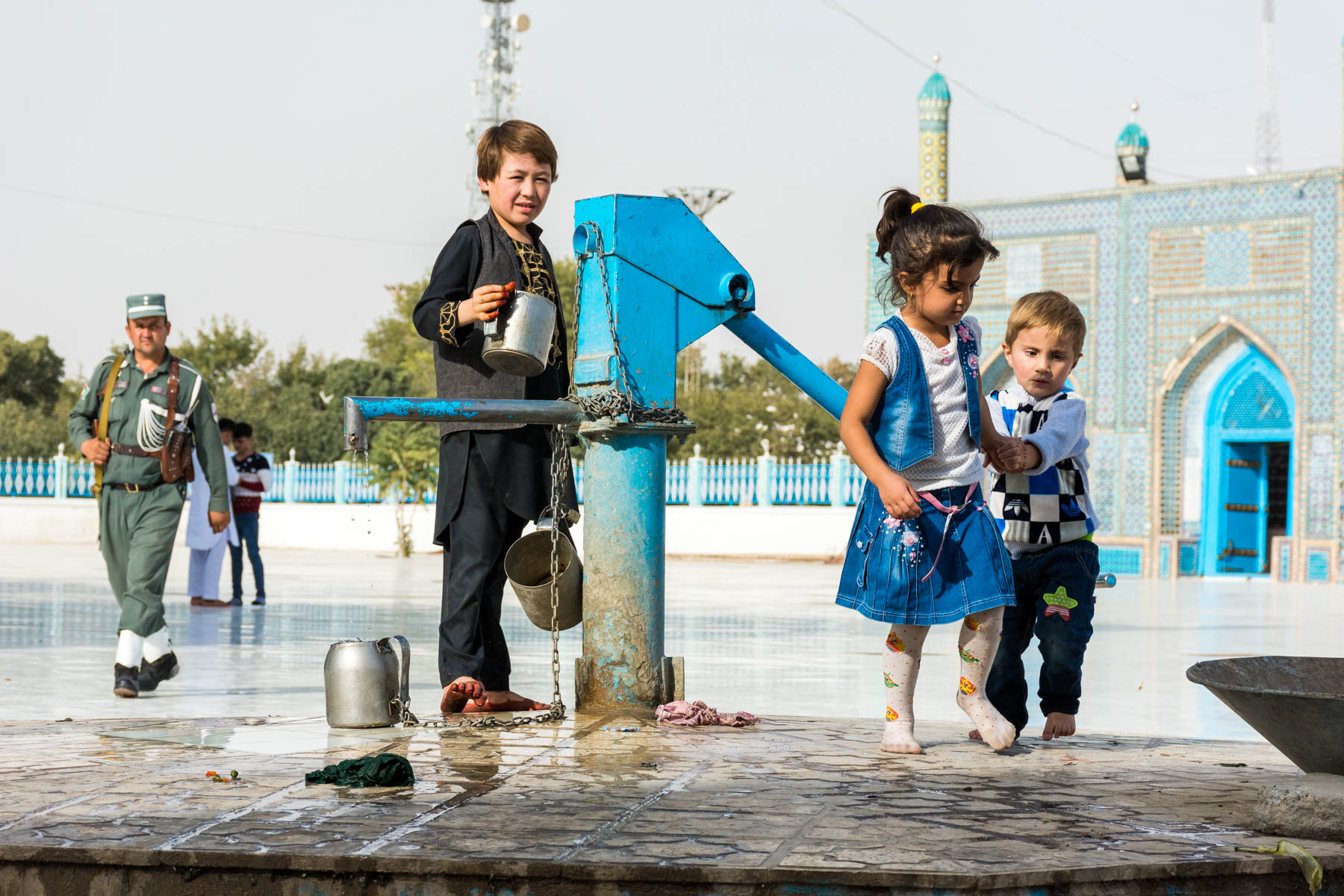 Photos of Mazar-i-Sharif, Afghanistan - Children at the Shrine to Hazrat Ali - Lost With Purpose