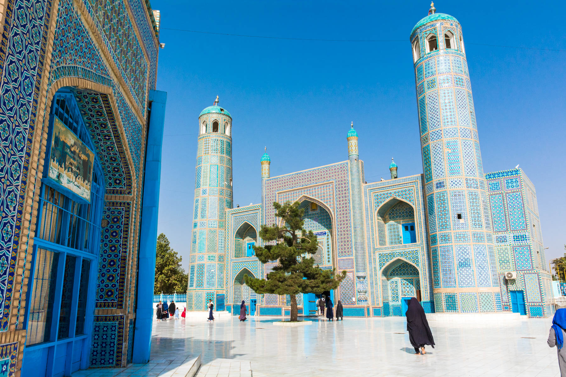 Photos of Mazar-i-Sharif, Afghanistan - A woman walking in the blue mosque - Lost With Purpose