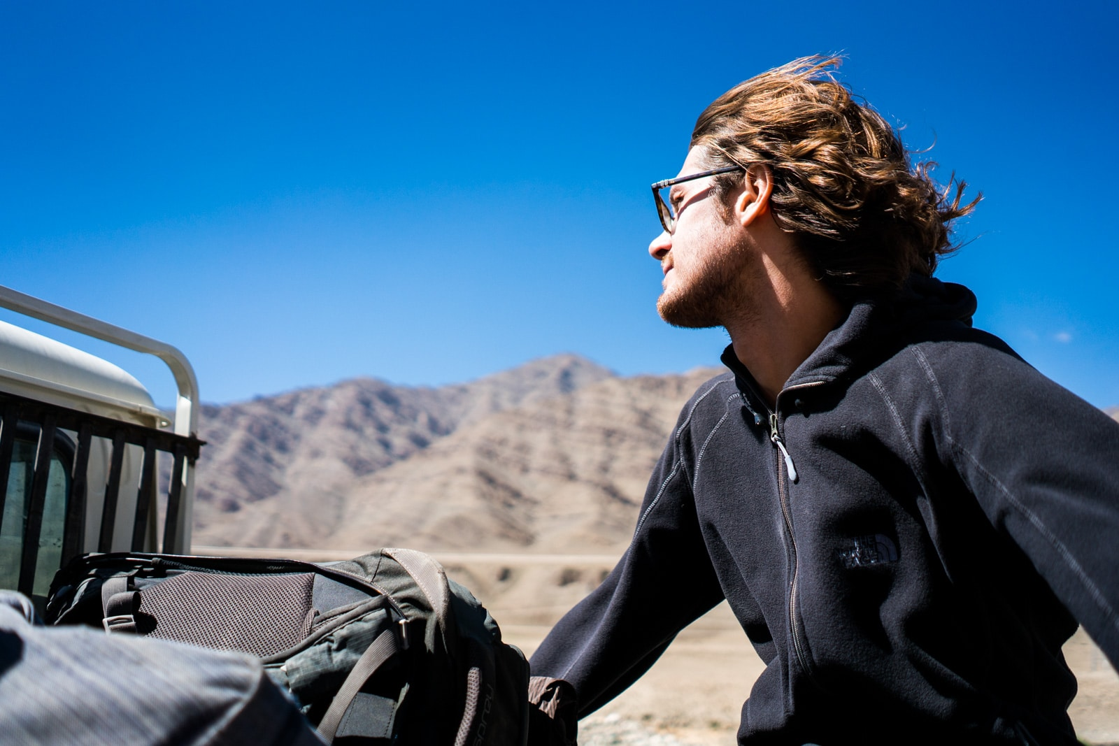 Hitchhiking the Leh - Manali highway - Sebastiaan riding in the pickup truck - Lost With Purpose travel blog