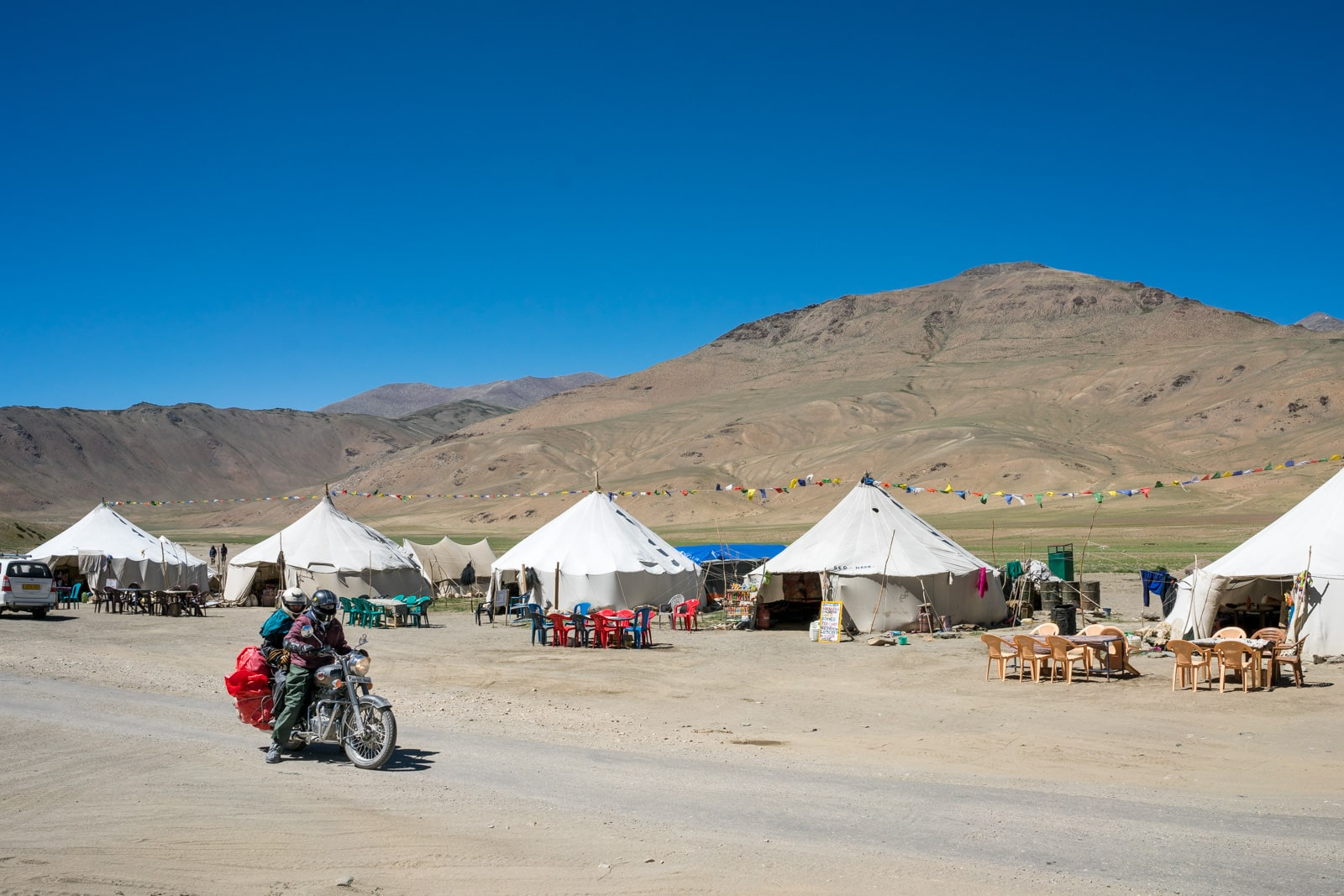 Hitchhiking the Leh - Manali highway in India - Roadside tent camp - Lost With Purpose travel blog