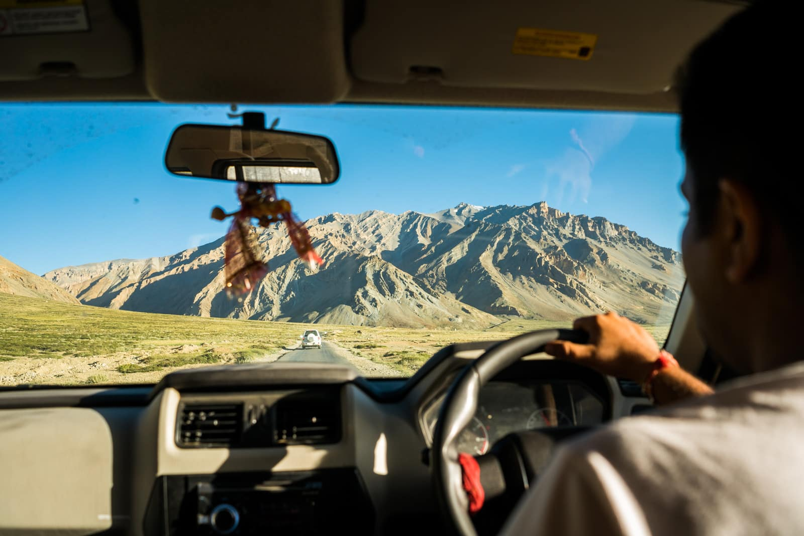 Hitchhiking the Leh - Manali highway - Driving in a passenger car through Ladakh - Lost With Purpose travel blog