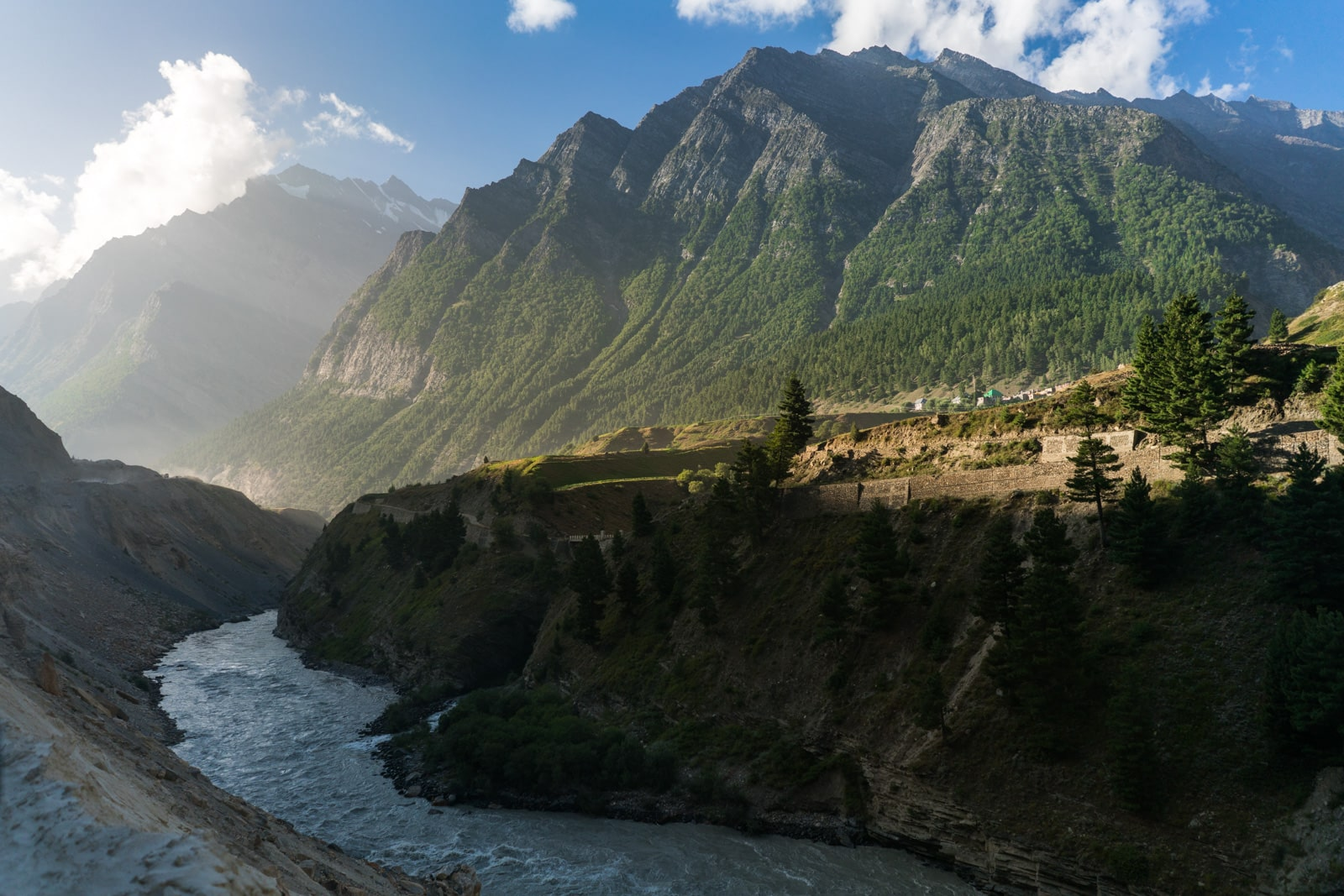 Hitchhiking the Leh - Manali highway - The green mountains of Himachal Pradesh, India - Lost With Purpose travel blog