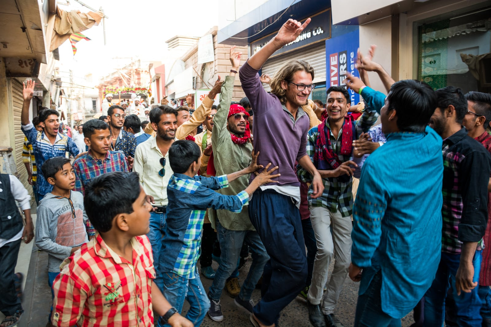 Reasons to fall in love with India - Sebastiaan getting sucked into a wedding party in Bhuj, Gujarat state, India - Lost With Purpose travel blog