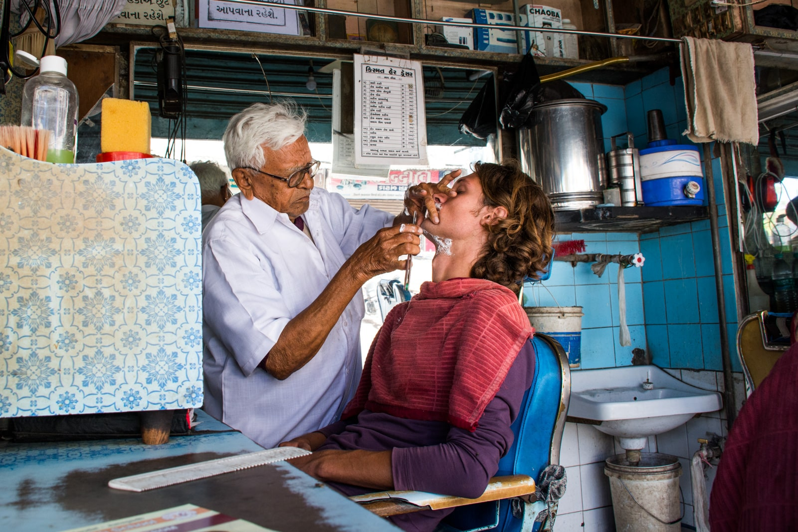 Why we fell in love with India - Getting a shave in Junagadh, Gujarat state, india - Lost With Purpose travel blog