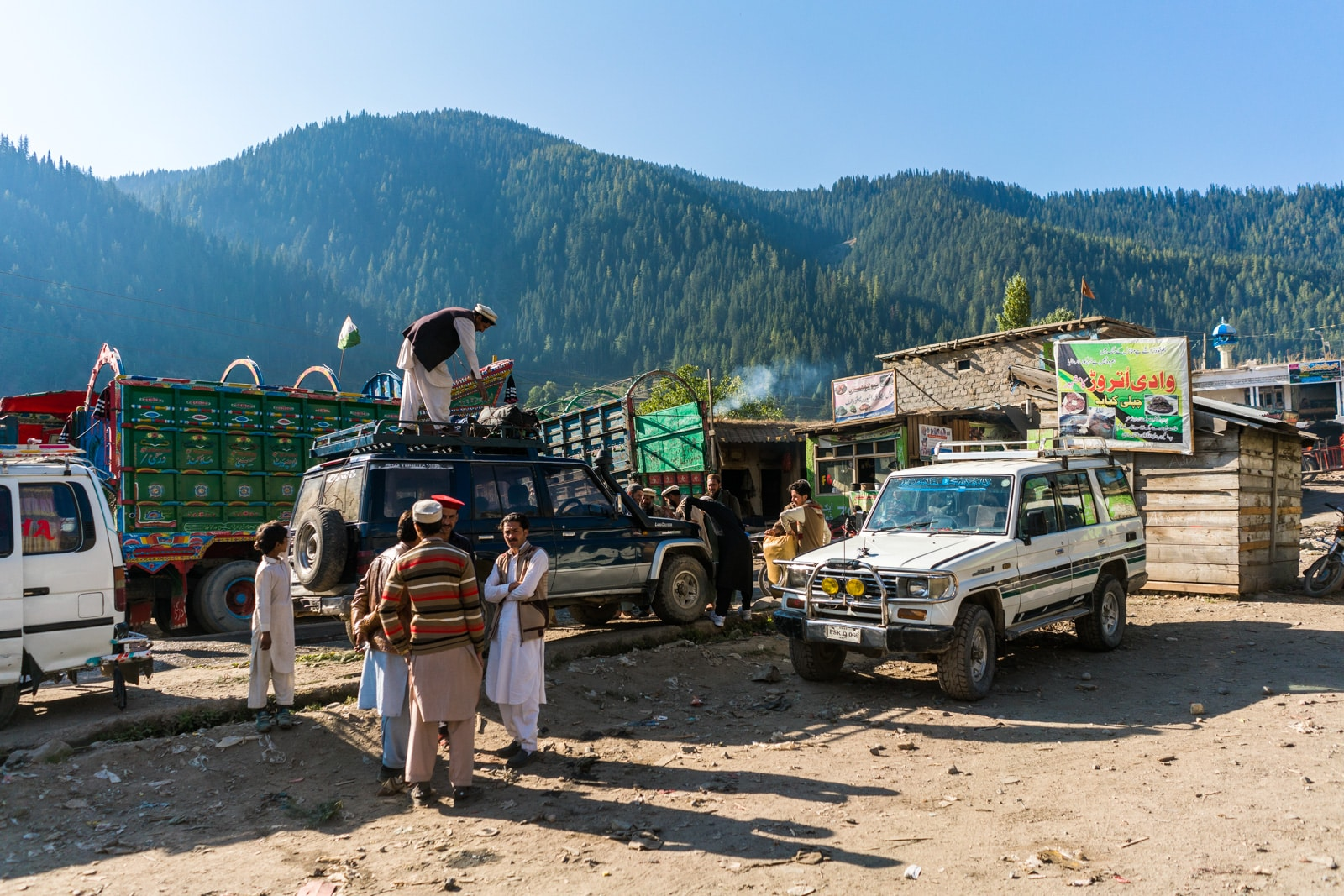 Men loading up shared taxis with supplies in Utrar, Pakistan