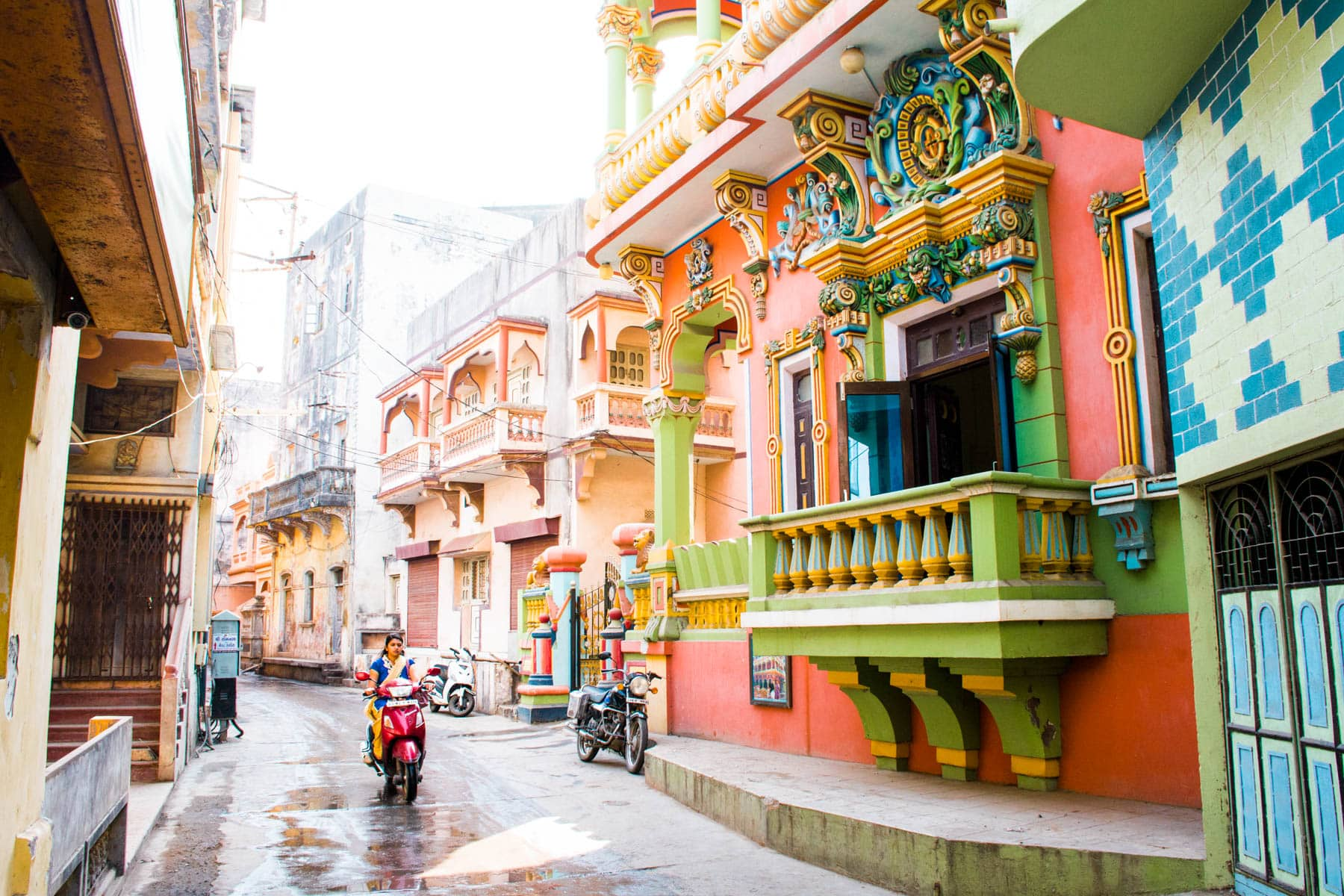 Best off the beaten path destinations in India - Colorful haveli on the streets of Diu island - Lost With Purpose travel blog