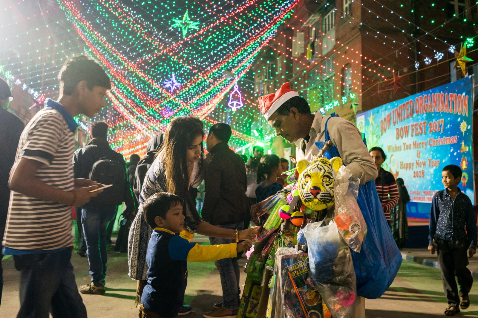 Celebrating Christmas in Kolkata, India - Mother and son buying toys from a street vendor in Barracks, Kolkata - Lost With Purpose travel blog