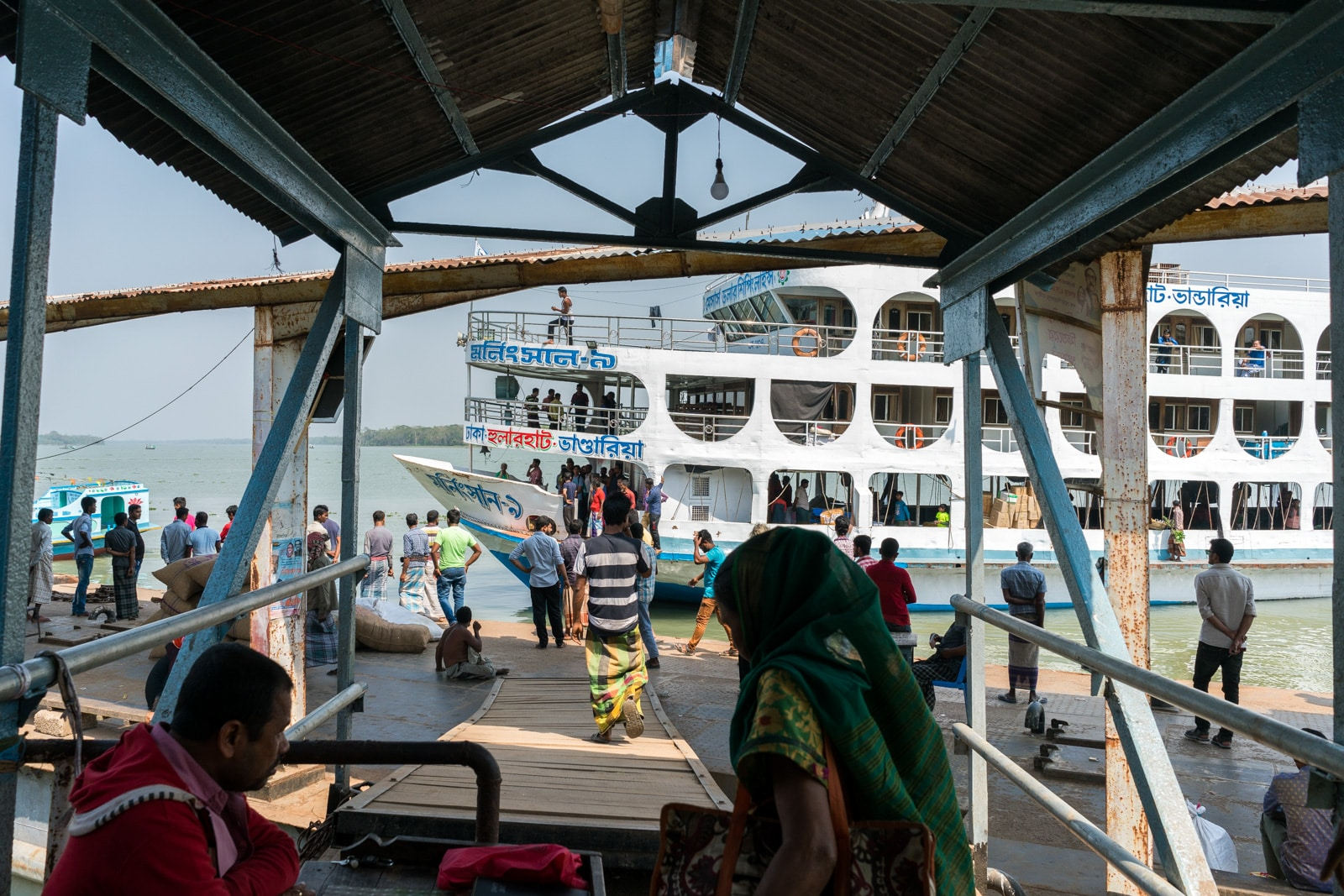 How to get a launch boat from Khulna to Dhaka via Hularhat - Launch boat arriving - Lost With Purpose travel blog