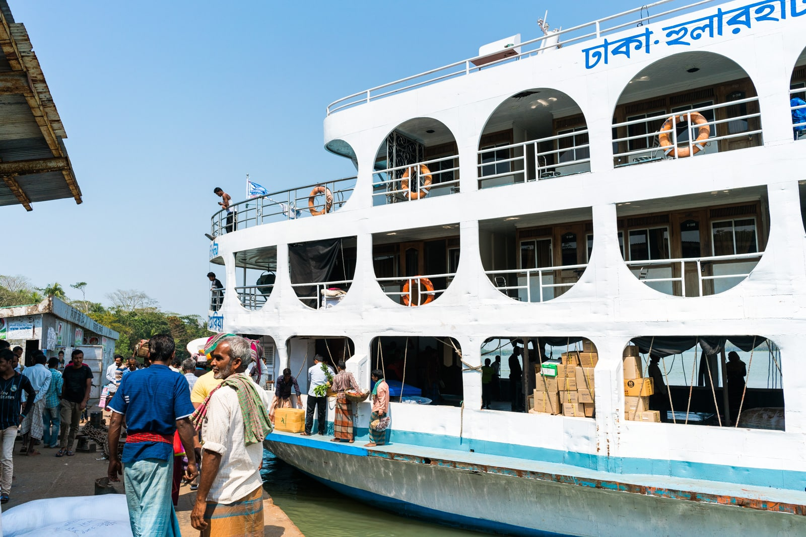 Guide to launches in Bangladesh - Launch boat arriving at Hularhat launch ghat - Lost With Purpose travel blog