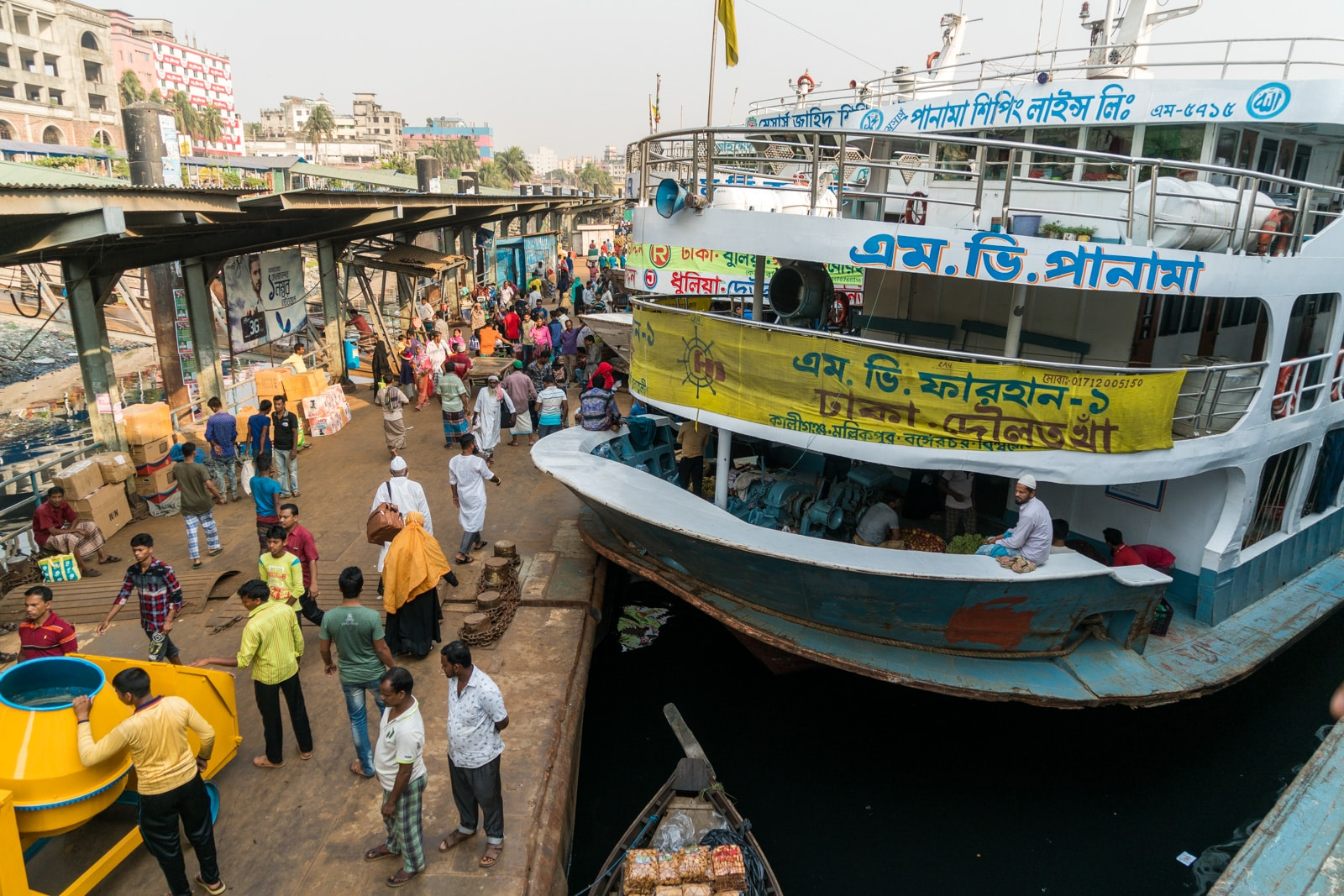 Guide to launches in Bangladesh - Launches in a row at Sadarghat boat terminal in Dhaka - Lost With Purpose travel blog