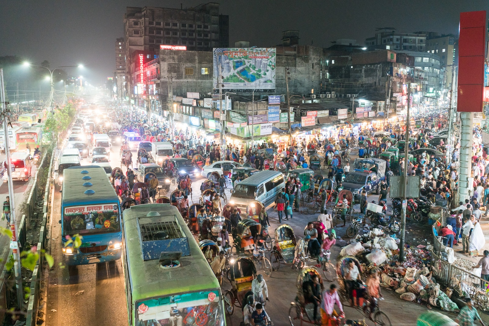 Traveling as a woman in Bangladesh - Chaos and traffic near New Market, Dhaka - Lost With Purpose travel blog