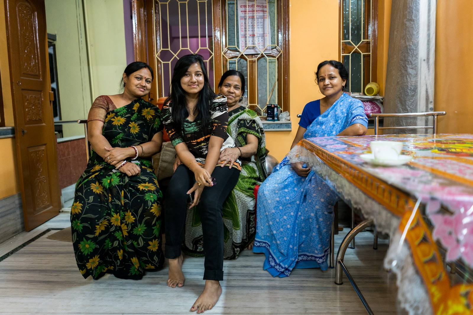 Reasons Kolkata is my favorite Indian megacity - Local family ladies - Lost With Purpose travel blog