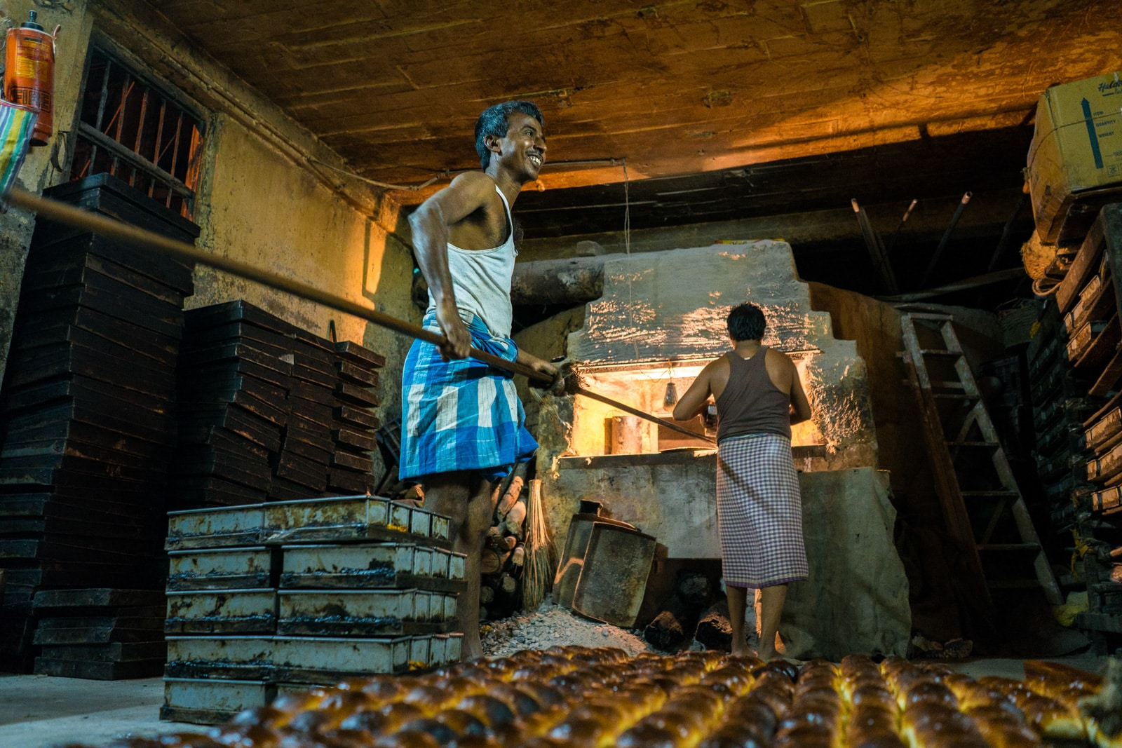Reasons Kolkata is my favorite Indian megacity - Bread bakers by their oven - Lost With Purpose travel blog