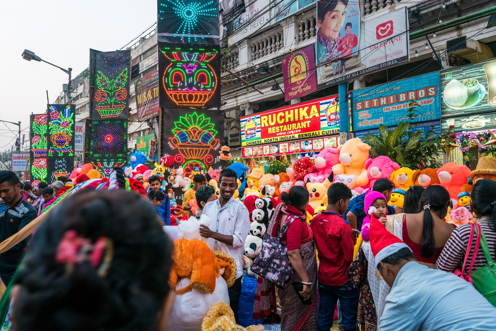 Reasons why Kolkata is my favorite Indian megacity - Crazy Christmas market with neon lights and stuffed animals - Lost With Purpose travel blog