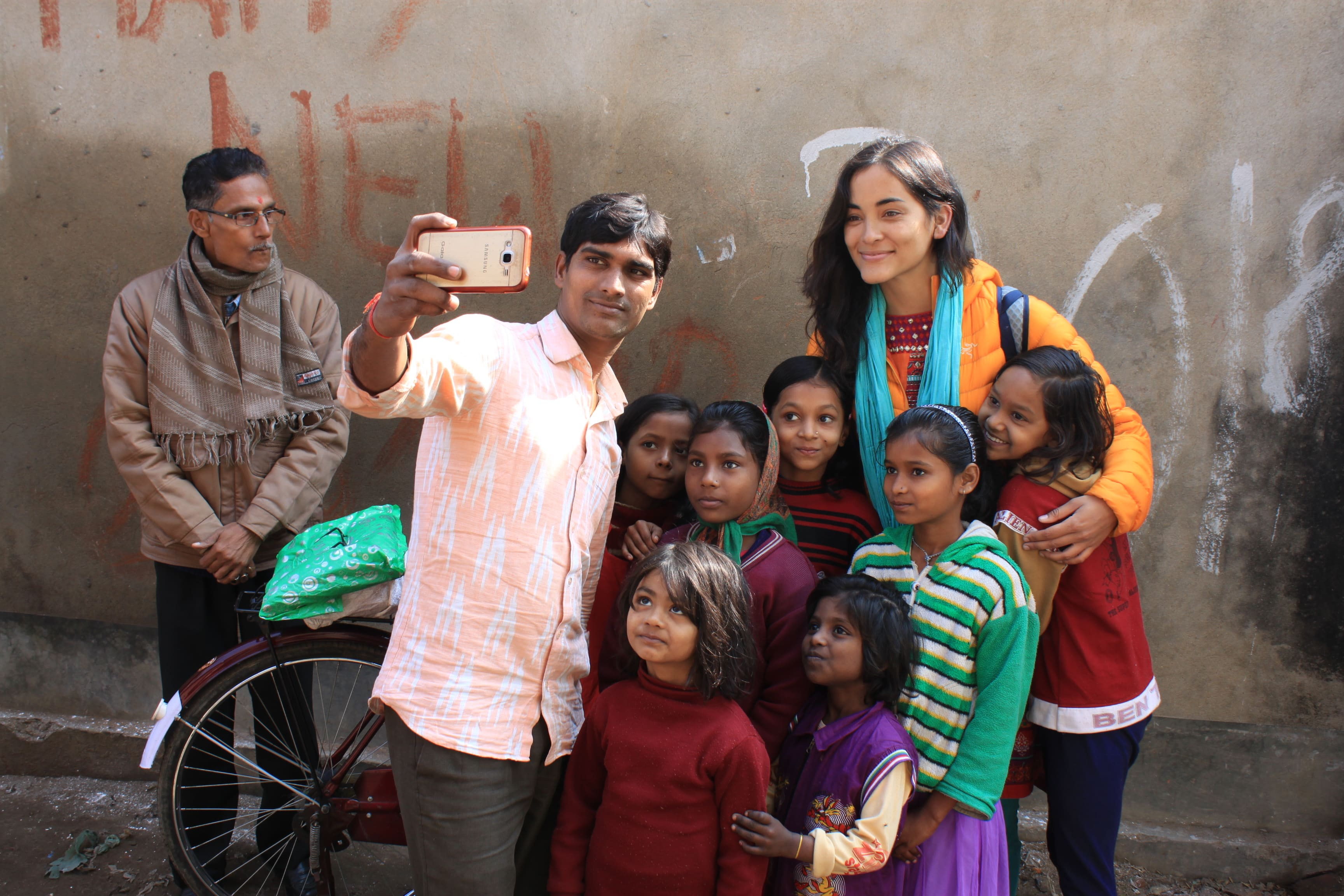 Reverse culture shock from long-term travel - Taking selfies with young girls in Bihar, India - Lost With Purpose travel blog