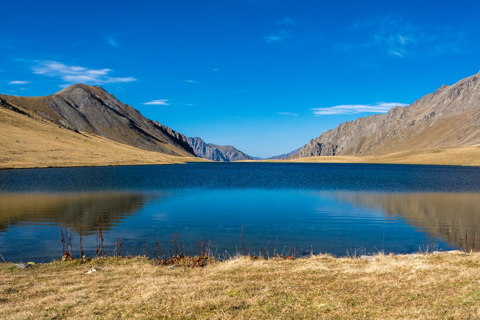Solo female traveler from Kuwait and Oman - Lake in the Caucasus mountains in Georgia