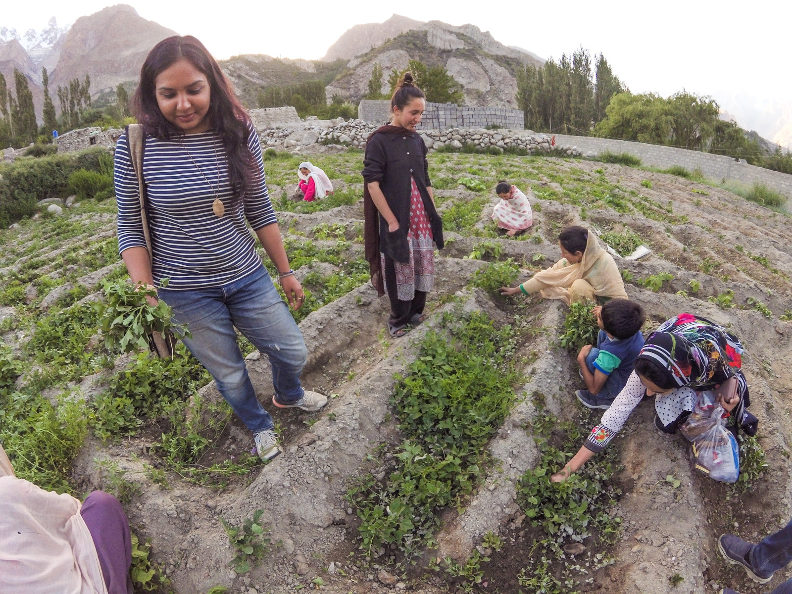 Bossy travelers interview with Aneeqa, head of Pakistan's first female-run tour company - With a female client in Gilgit Baltistan
