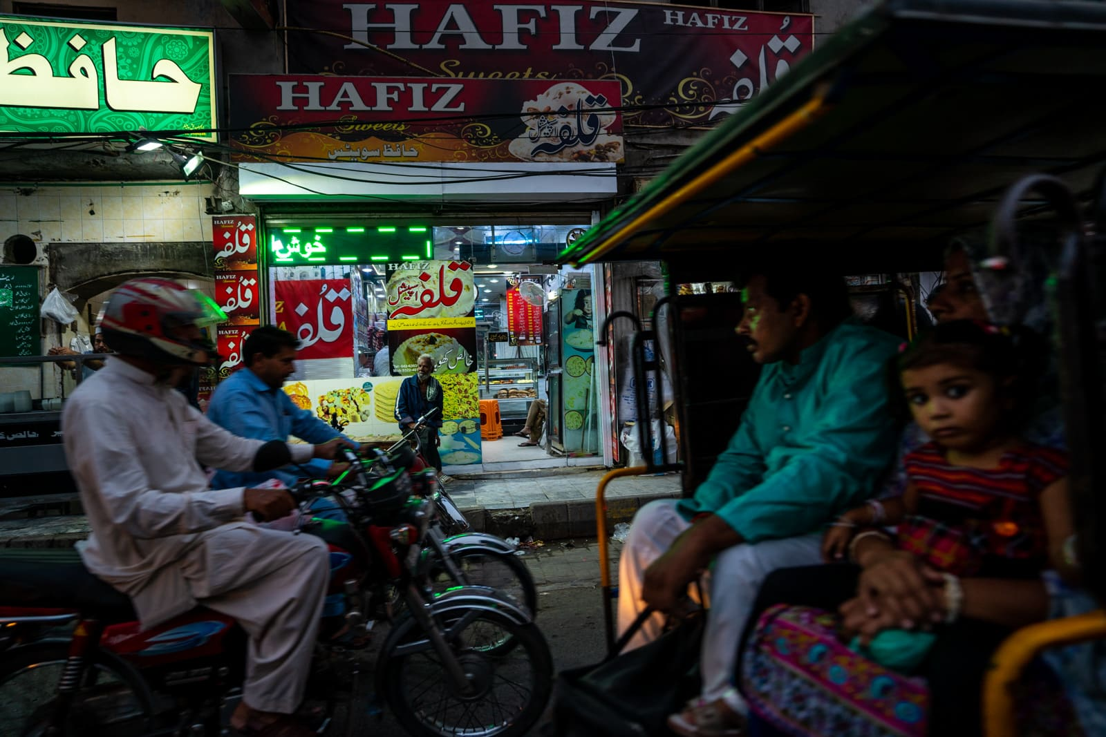 Learning to bike as a woman in Pakistan - Traffic on the streets of Lahore - Lost With Purpose travel blog