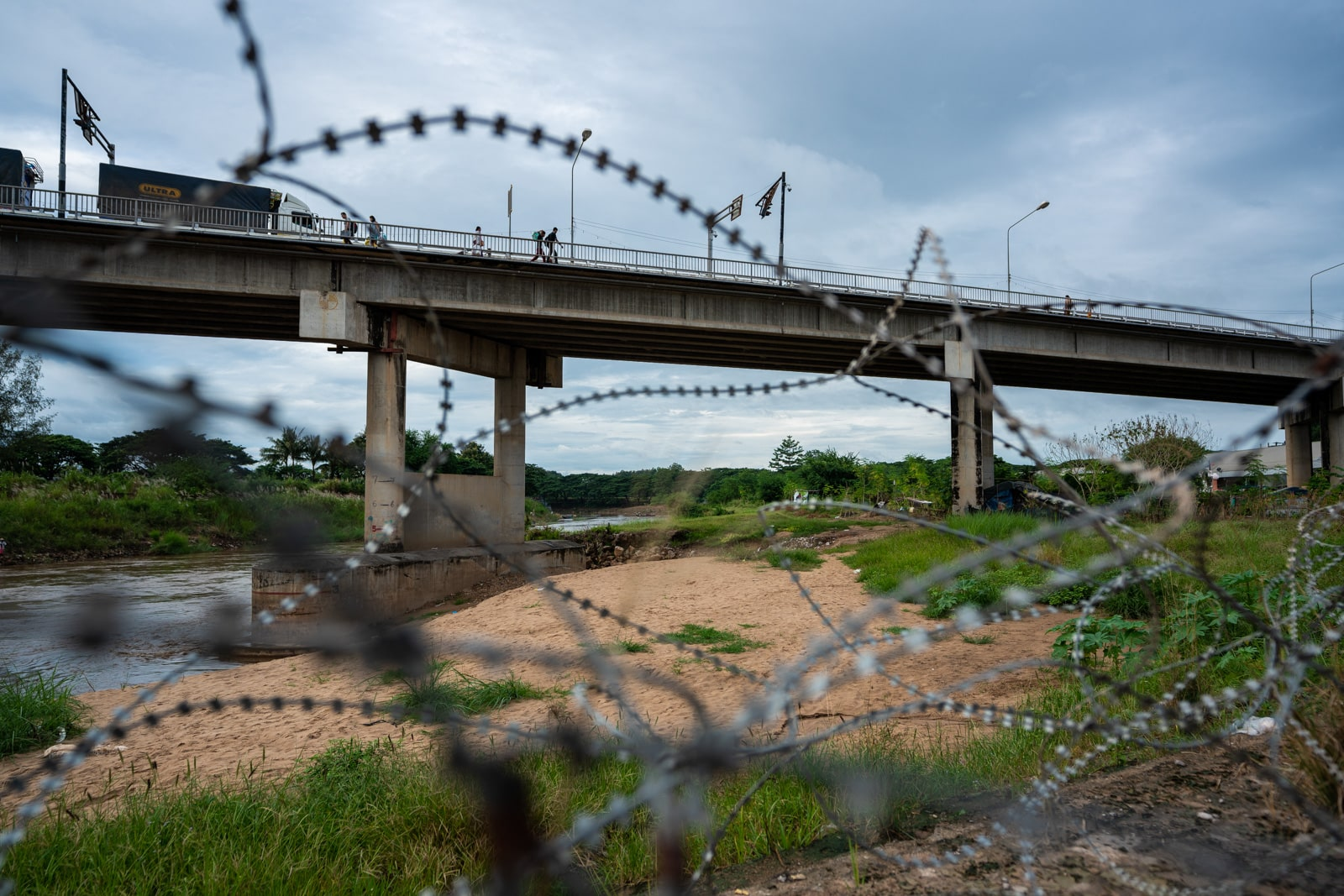 OneSight eye clinic on the Thailand-Myanmar border - Barbed wire and the Friendship Bridge - Lost With Purpose travel blog
